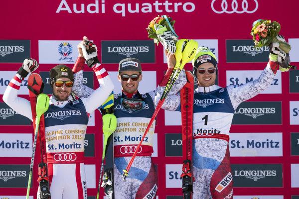 Luca Ärni (v strede) slávi svoje víťazstvo.