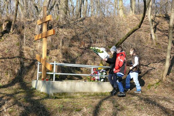 Pri hrobe v Korytárkach.