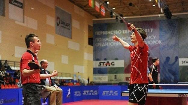 Alexander Valuch a jeho dánsky spoluhráč pri víťaznej oslave.