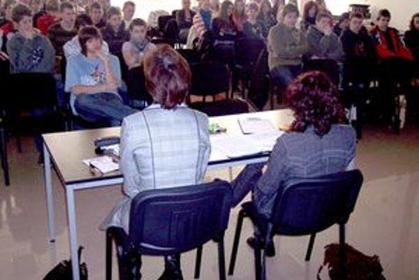 Diskusiu študentov vyvolali informácie o kyberšikanovaní.