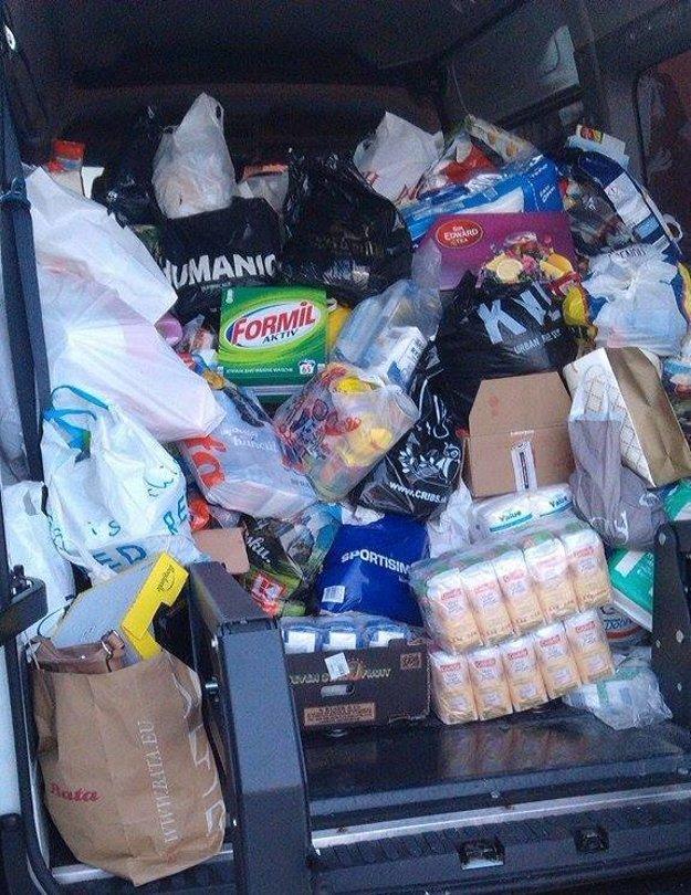 Dodávka, do ktorej ešte pribudli i ďalšie potraviny.