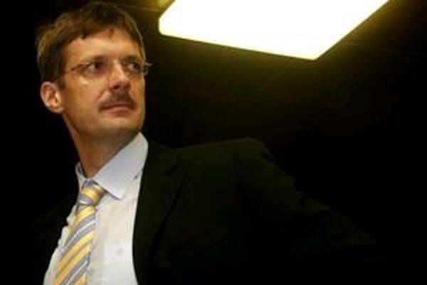 Jirko Malchárek už s novinármi nemá chuť rozoberať pôvod jeho majetku.