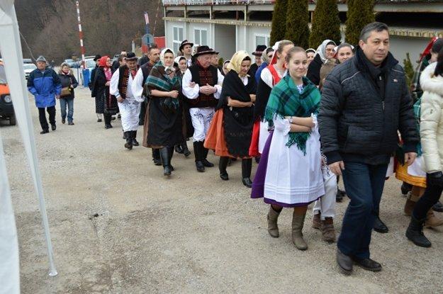 Víkend plný folklóru. Krojovaný sprievod privedie hostí do areálu.