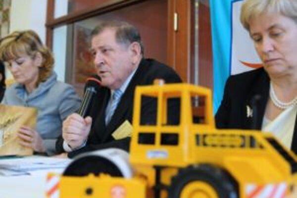 Zdenka Kramplová (vľavo), Vladimír Mečiar a Irena Belohorská na rokovaní Republikového predstavenstva HZDS v Zlatej Idke.