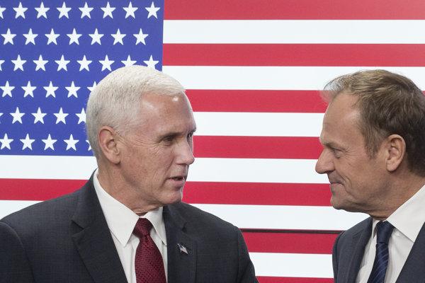 Americký viceprezident Mike Pence a predseda Európskej rady Donald Tusk.
