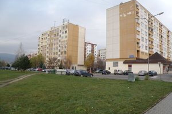 V tejto lokalite, na Gazdovskej ulici v Prievidzi, by mali vyrásť nové bytovky.