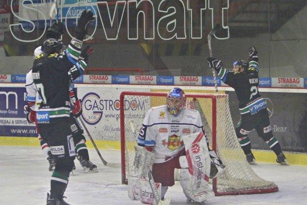 Po víťaznom góle Kučkina do siete Zvolenčanov zvládla na novozámockom zimnom štadióne neopísateľná radosť.