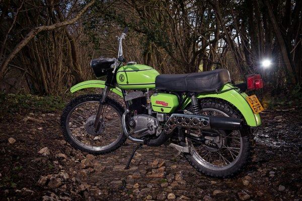 Motocykle sú smaltované vypaľovacím syntetickým lakom.