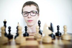 Za šachovnicou má Jerguš Pecháč má smelé vízie.