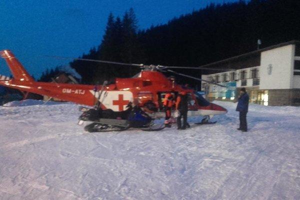 Muža letecky transportovali do nemocnice.