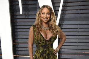 """Mariah Carey. Aj speváčka prekonala spontánny potrat predtým, ako sa jej narodili dvojčatá. Išlo o jej prvé tehotenstvo s manželom Nickom Cannonom. """"Otriaslo to nami a viedlo nás na miesto, ktoré bolo skutočne temné a ťažké,"""" povedala v rozhovore pre Access Hollywood."""