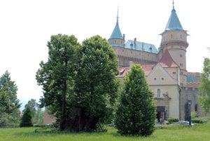 Už aj širšie okolie bojnického zámku je zaradené medzi pamätihodnosti mesta.