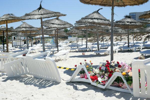 Na pláži v tuniskej Súse zomrelo v roku 2015 38 ľudí.