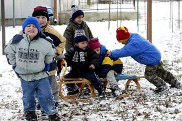 Vši sa objavujú počas celého roka, najlepšie sa im však darí v zime, práve keď sa nosia čiapky či šály.