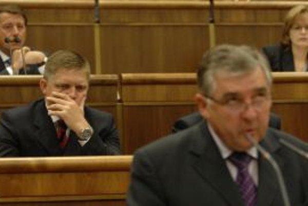 Milan Hort reční a Robert Fico si nezakrýva uši, ale ústa.