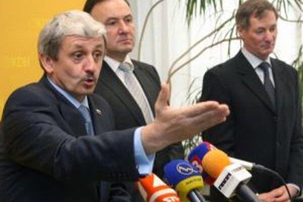 Predsedovia troch najsilnejších opozičných strán - Mikuláš Dzurinda (SDKÚ), Pál Csáky (SMK) a Pavol Hrušovský (KDH).