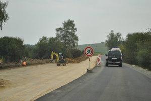 Pred vyše dvoma rokmi rekonštruoval štát cestu pri Domaši, PSK teraz chystá opravy ďalších úsekov.