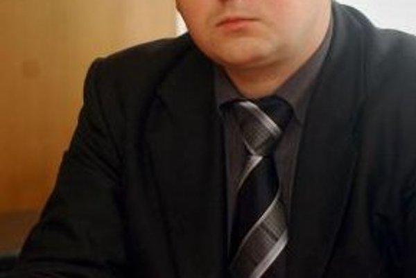 """Podľa predsedu KSS Jozefa Hrdličku (na snímke) je odchod niektorých členov zo strany prirodzený. """"Rovnako ako odchádzajú, tak aj prichádzajú noví členovia."""