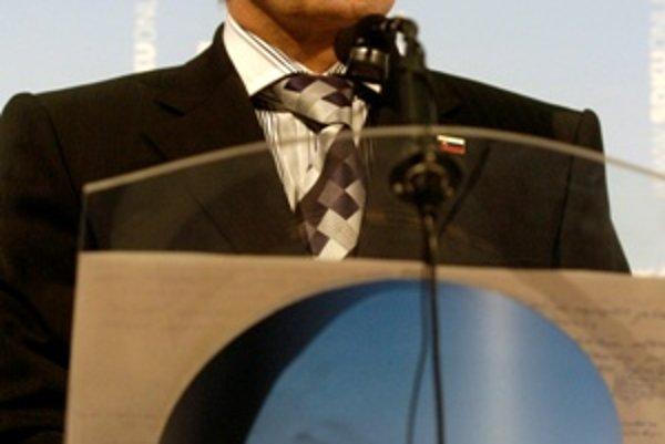 Pozitívne výsledky našej ekonomiky sú zásluhou minulej vlády, povedal líder SDKÚ-DS Mikuláš Dzurinda.