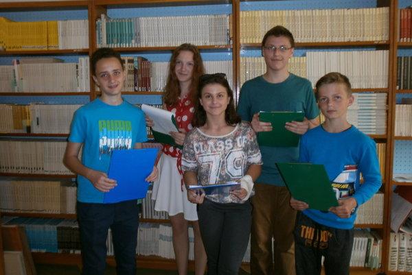 Mladi_Handlovčania robia rôzne aktivity, napríklad aj v knižnici.