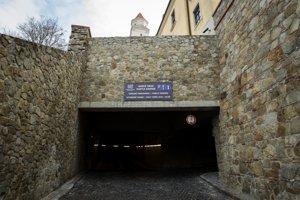 Parkovací dom pod bratislavským hradom.