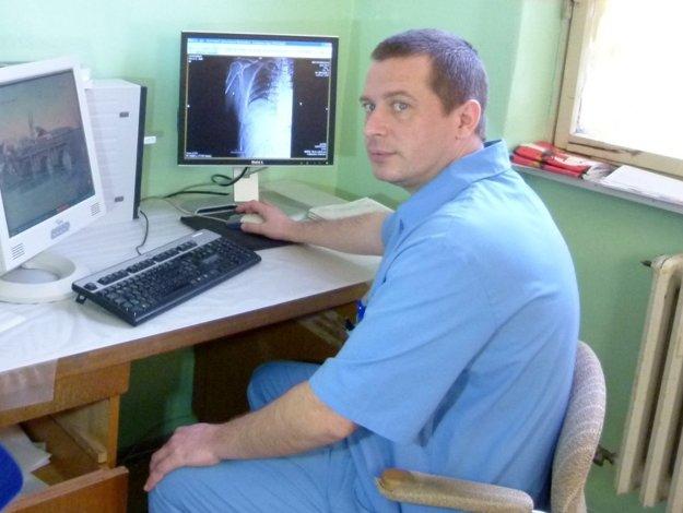 Chirurg Roman Čerňavský prišiel do Šiah s manželkou - lekárkou a dvomi deťmi.