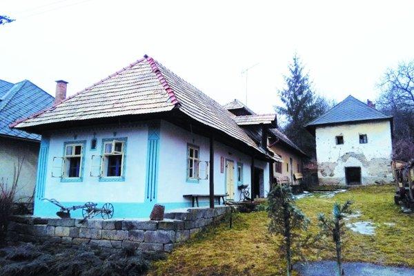 Obnovený pôvodný dedinský dom. Dnes je vňom Čekovská izba.