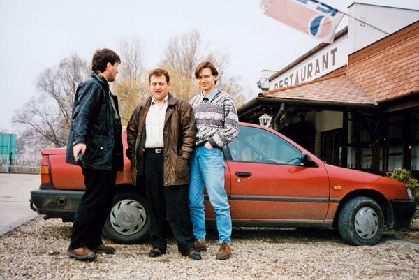 Korunný svedok zavlečenia Michala Kováča ml. Oskar Fegyveres (v strede) sa na film Únos chystá do kina.
