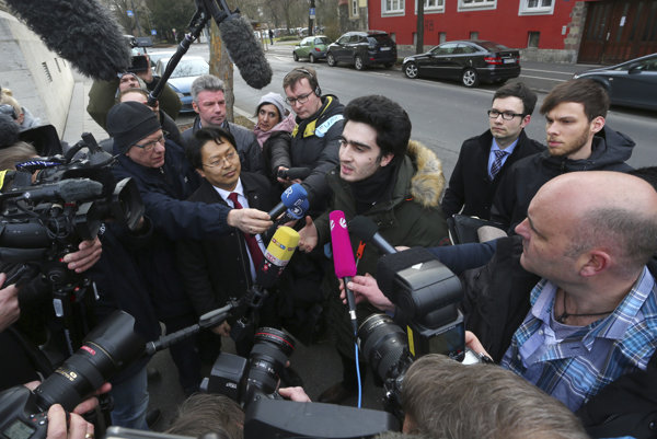 Anas Modamani prichádza na súd.