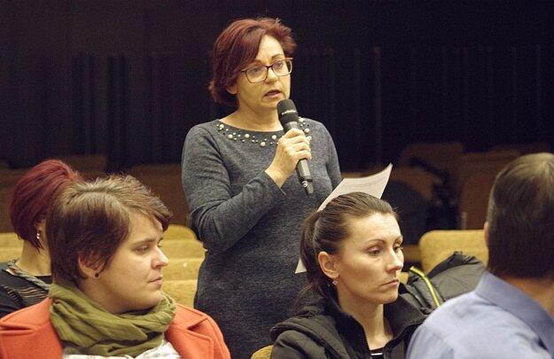 Vysvetľovať prišla na zasadnutie aj riaditeľka školy.