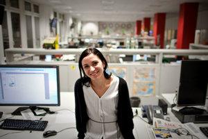Monika Kompaníková (37) študovala na Vysokej škole výtvarných umení, je autorkou kníh Biele Miesta, Miesto pre samotu, Na sútoku, pre deti napísala Hlbokomorské rozprávky. S románom Piata loď sa v roku 2011 stala víťazkou súťaže Anasoft litera.