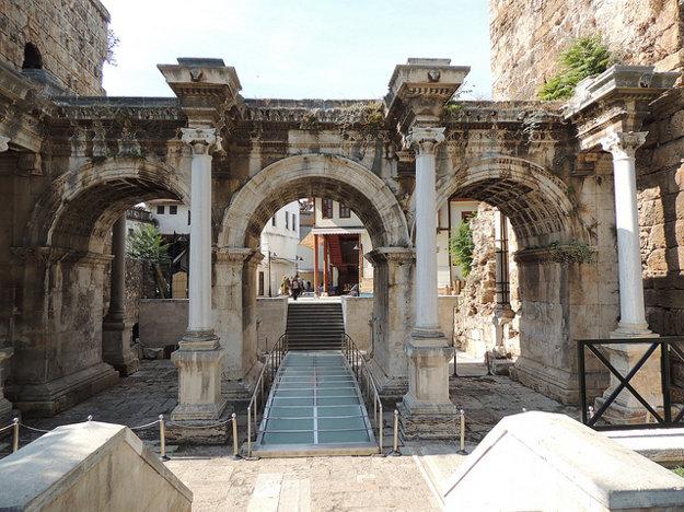 Antalya: Hadriánova brána.