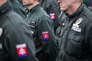 Policajti odchádzajú pomáhať na maďarsko-srbskú hranicu