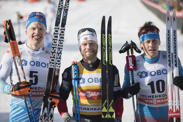 Zľava Iivo Niskanen, Martin Johnsrud Sundby a Alexander Besmertnych.