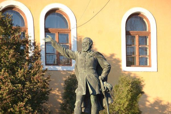 Socha Kossutha pri Baníckom múzeu vRožňave.