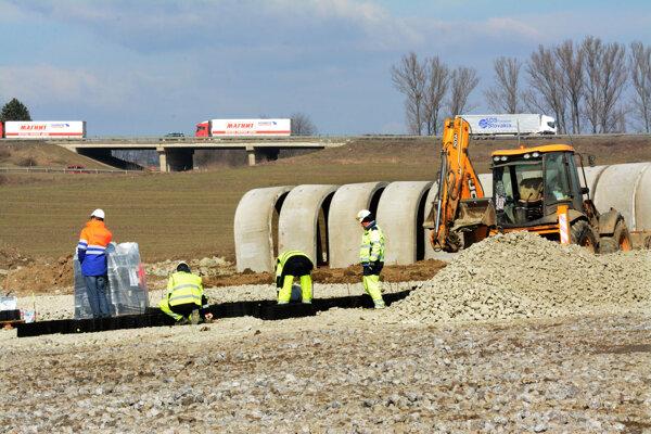 Tempo výstavby diaľnic je podľa poslancov z regiónu pomalé.