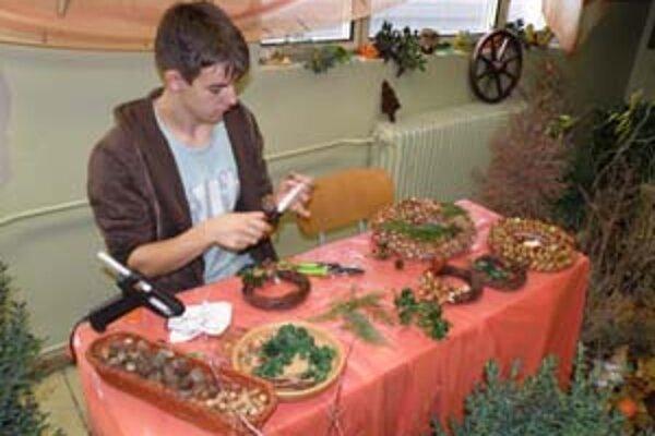 Záhradkári a kvetinári sa učia aj aranžovať.