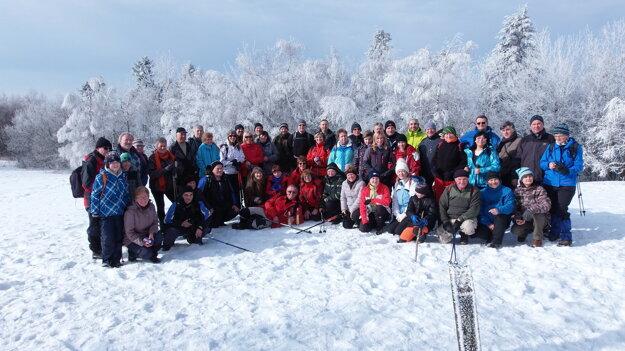 Tohtoročnú turistickú sezónu začali výstupom na vrch Sitno