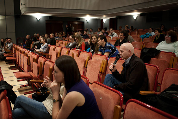 Súčasťou filmového festivalu Jeden svet sú aj besedy.