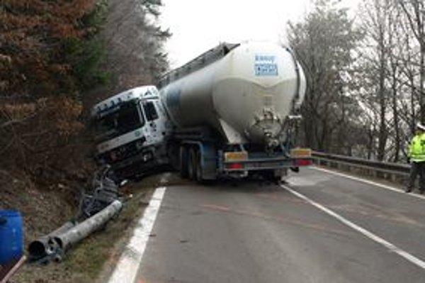 Nehoda sa stala sa na nebezpečnom horskom prechode.