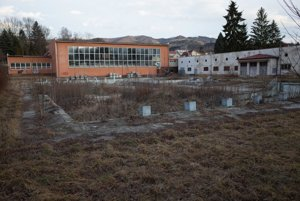V súčasnosti je areál kúpaliska spustnutý. Mesto ho chce oživiť.