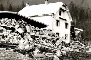 Zosuv mal veľké rozmery, priamo na jeho ploche sa nachádzalo niekoľko domov.
