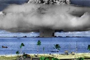 Výbuch Baker z roku 1946, ktorý bol súčasťou operácie Crossroads na atole Bikini. Boli to prvé povojnové testy.