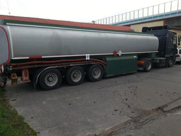 Používali na pohon nákladných motorových vozidiel vykurovací olej namiesto nafty.