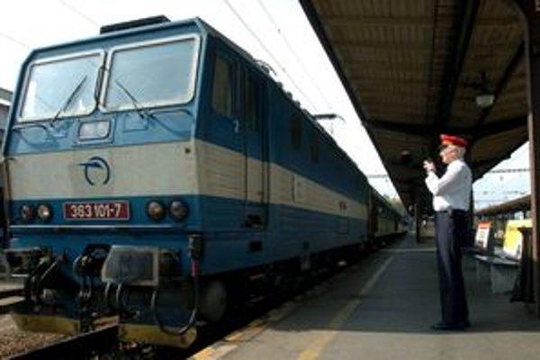 Z Bratislavy pôjde posilnený vlak aj do Prievidze.