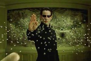 Keanu Reaves vo filme Matrix.