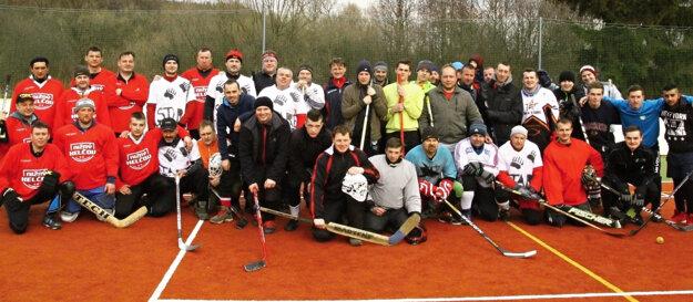 Spoločné foto účastníkov Vysockej hokejky.