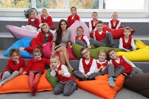 Prváci zo Súkromnej spojenej školy v Prievidzi sa učia v uniformách.