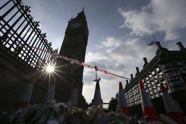 Británia po útoku smúti.