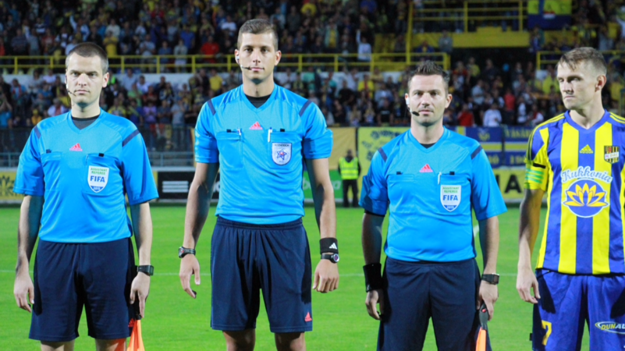 Michal Očenáš (druhý zľava) počas zápasu našej najvyššej futbalovej súťaže.